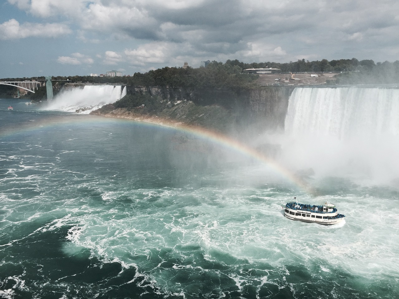 This travel guide to Niagara Falls will help you get the most out of your stay there ... photo by CC user yesika on pixabay