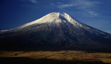 Mount_Fuji_from_Hotel_Mt_Fuji_1994-11-29